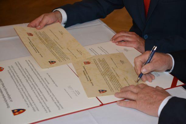 Oborniki Urkundenunterzeichnung